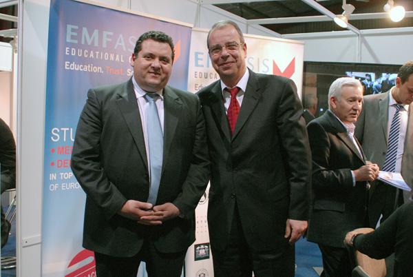 Ο κ. Εμφιετζόγλου Μένανδρος με τον υπουργό παιδείας της Κύπρου κ.Κυριάκο Κενεβέζο.